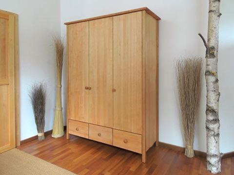 naturbett hochkommode kleiderschr nke aus massiver erle m belschmiede. Black Bedroom Furniture Sets. Home Design Ideas
